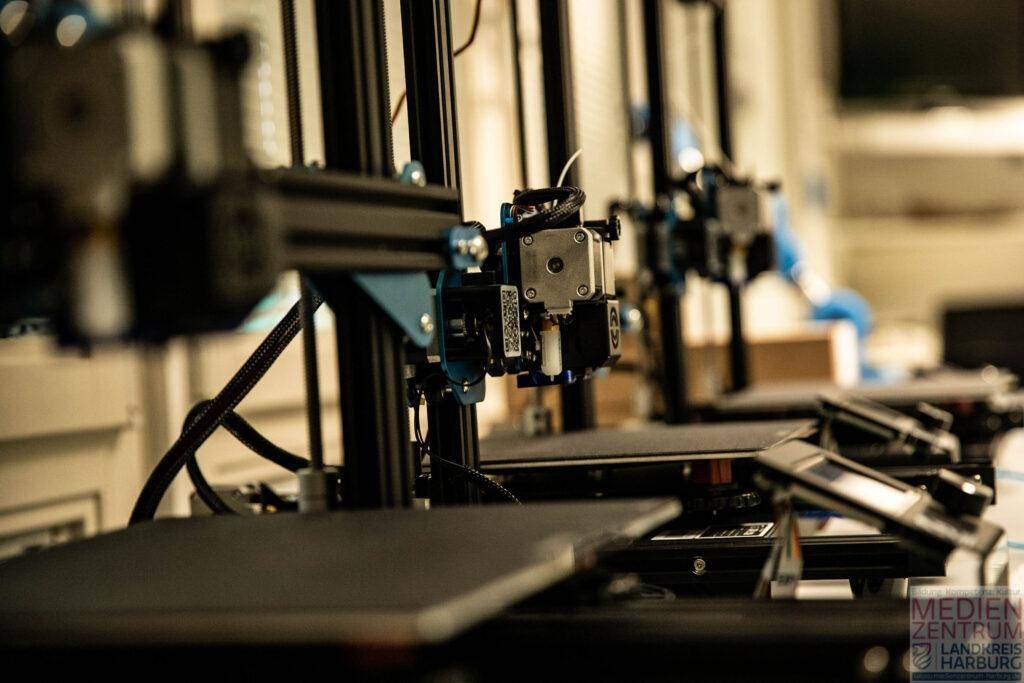 3D Drucker - Wir verfügen über 13 SOVOL SV01 Systeme, haben aber auch einen Lasercutter und einen Resindrucker im Bestand.