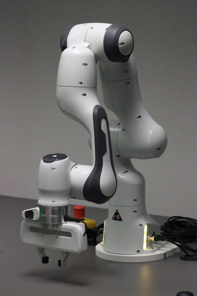 Franka Emika Panda - ein Industrieroboter für Schulungszwecke wird im Digitallabor zur Verfügung stehen