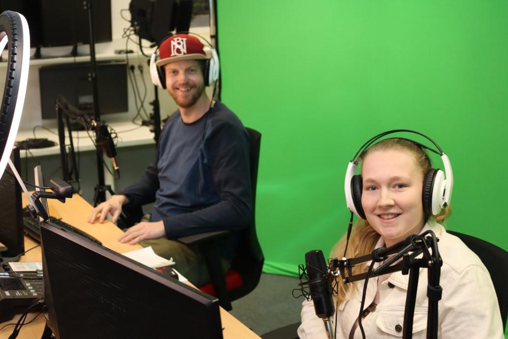 Jugendsozialarbeiter im Streaming Studio